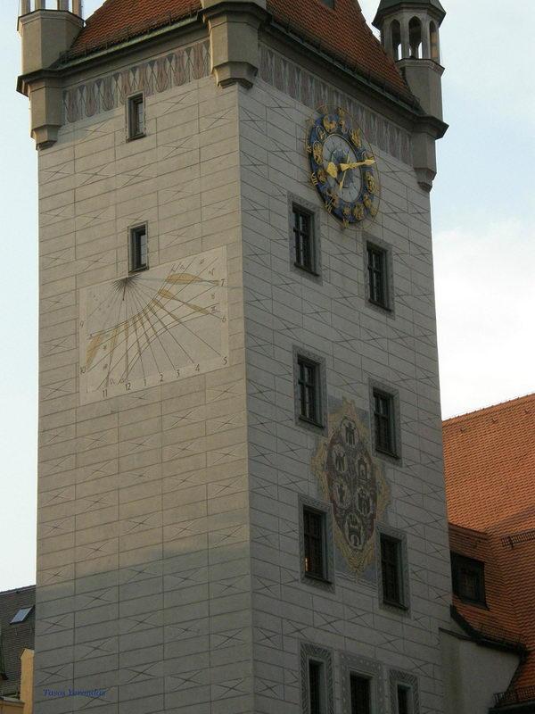 Old_Town_Hall_clock.JPG