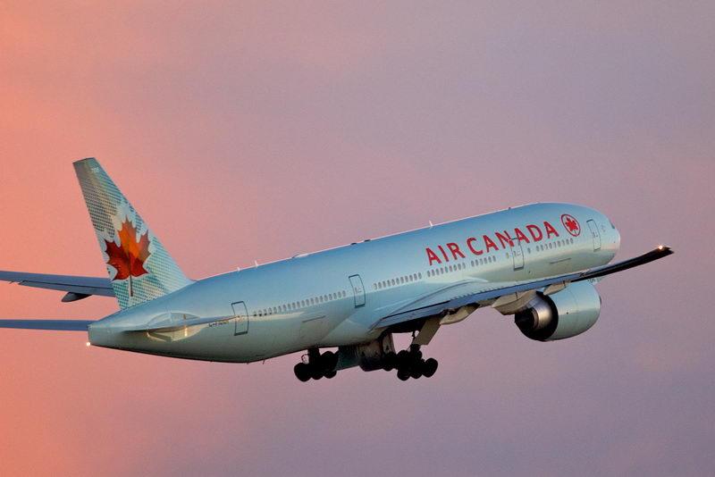 Air_Canada_Boeing_.jpg