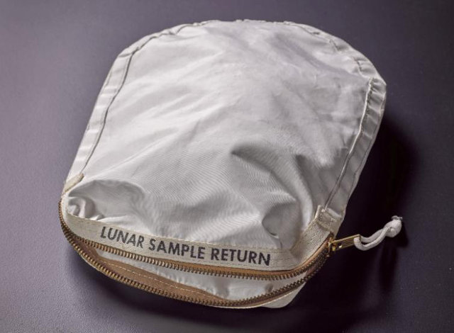 Apollo_11-bag.jpg