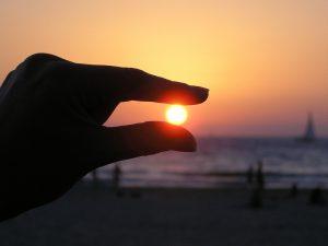 sun-in-the-hand-615285_960_720.jpg