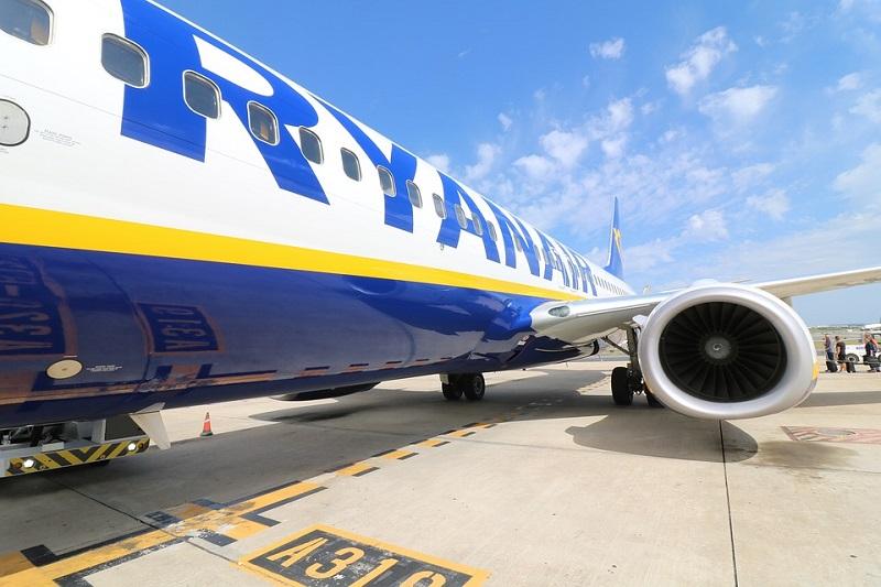 aircraft-2410190_960_720.jpg