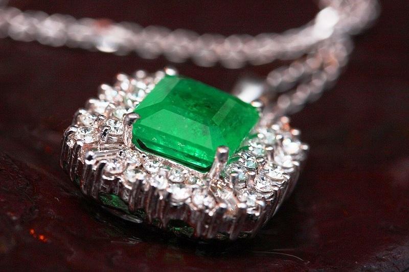 jewelry-2325756_960_720.jpg
