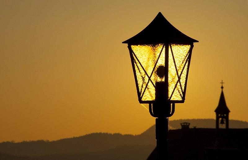 lantern-2877927_960_720.jpg